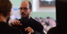 Что объединяет монаха и солиста музыкального театра?